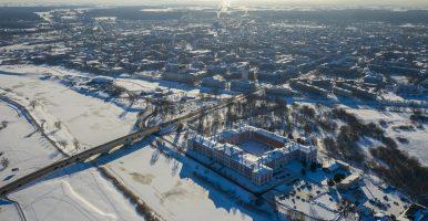 """Izstāde """"Ziemas stāsti"""" atklāta lielākajā brīvdabas galerijā Latvijā"""